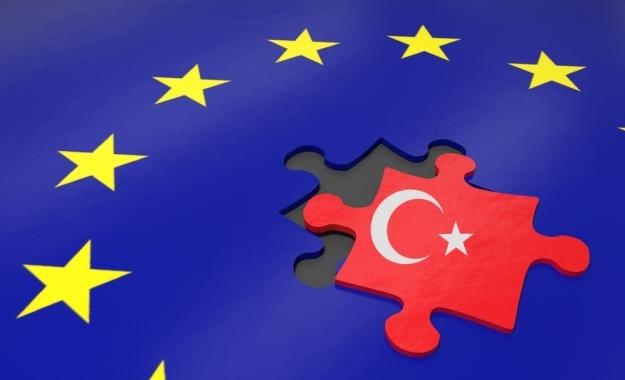 Η ευρωτουρκική ένταση οφελεί τον Σουλτάνο και την Ελλάδα