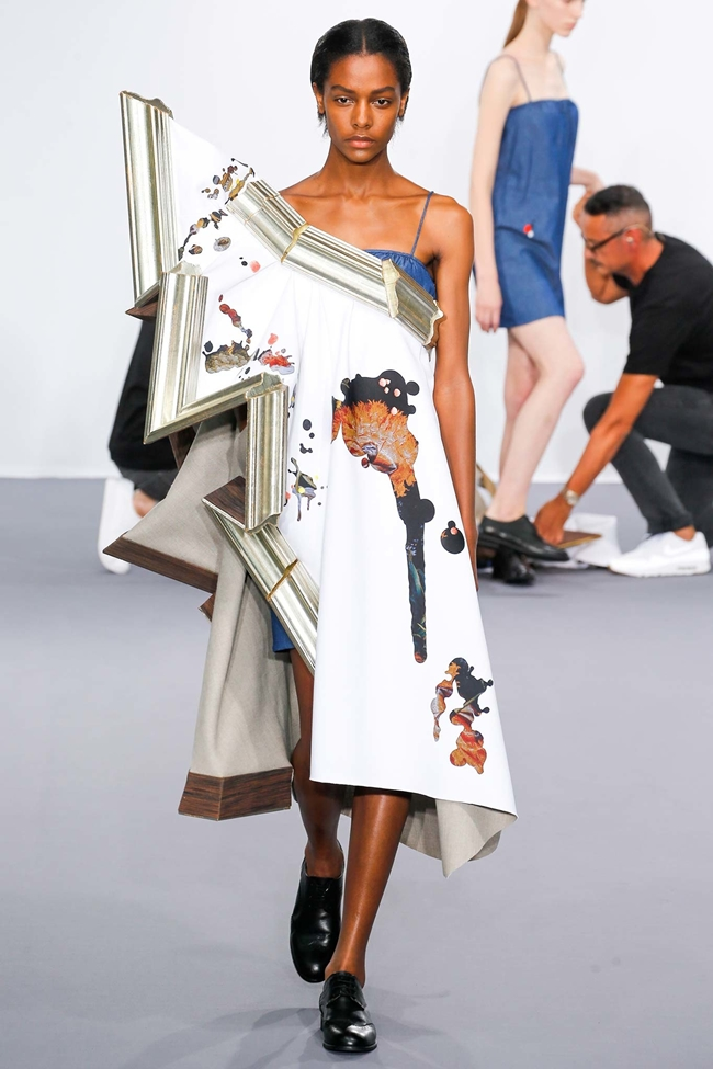 Viktor & Rolf Couture 2015 AW Wearable Art One-Shoulder Dress on Runway