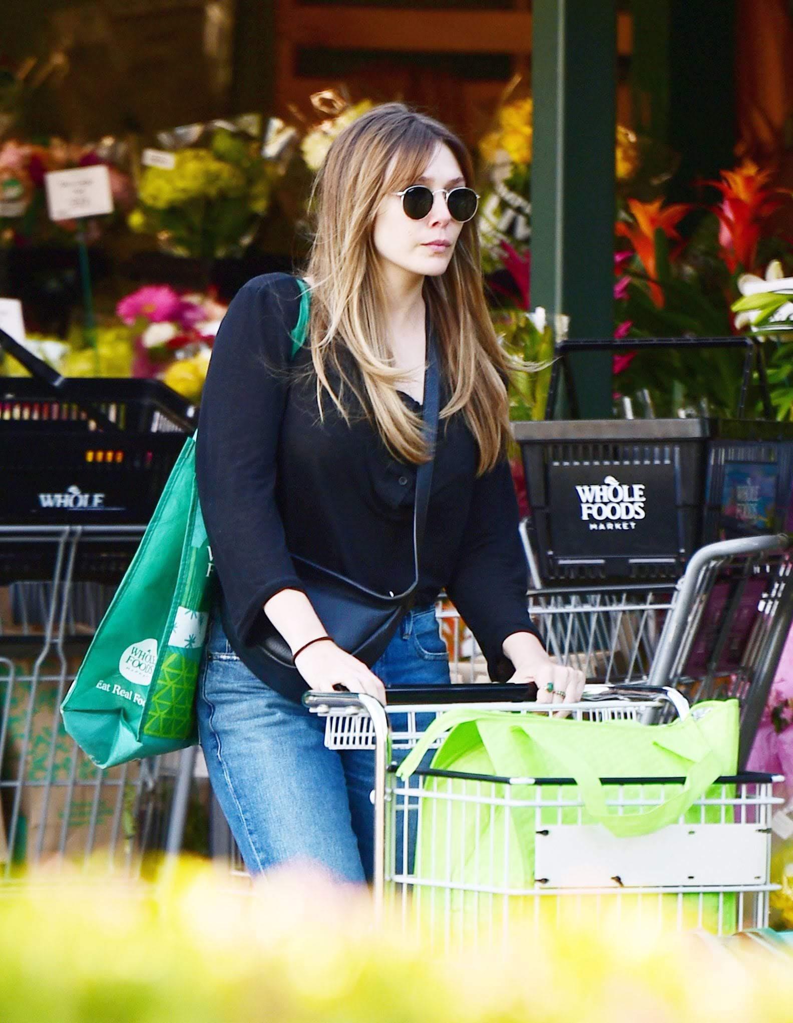 Elizabeth Olsen shopping at Whole Foods : ホール・フーズでお買い物のエリザベス・オルセン ! !