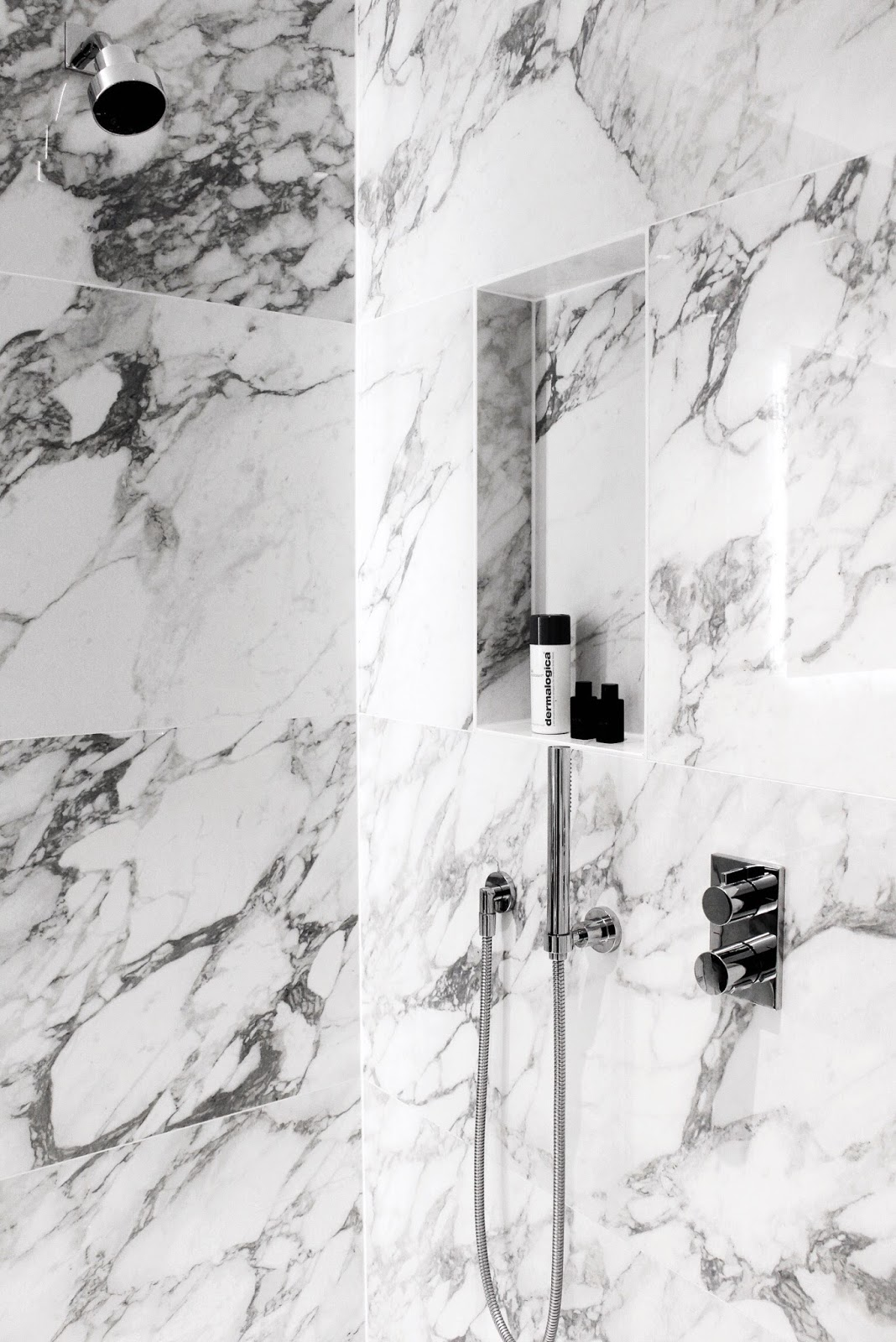 The Tamburlaine Hotel Luxurious Marble Shower