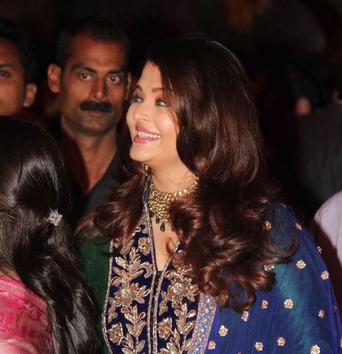 Aishwarya Rai Baby Unseen Pics: Aishwarya Rai Snapped ...  |Aishwarya After Baby Birth