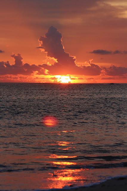 pantai kelan matahari tenggelam