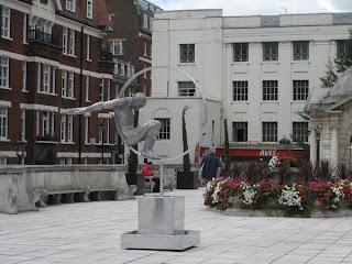 Escultura de figura humana