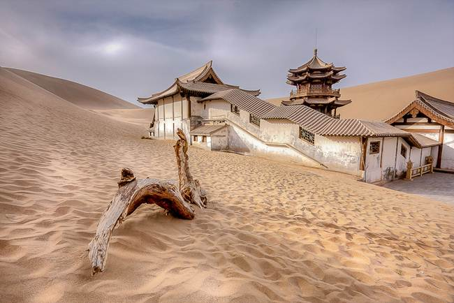 Lake Yueyaquan ( Yueyatsyuan ) is beautiful oasis which is shaped like an crescent in the Oasis. Which means New Moon and it can be found in the Gobi Desert, China.