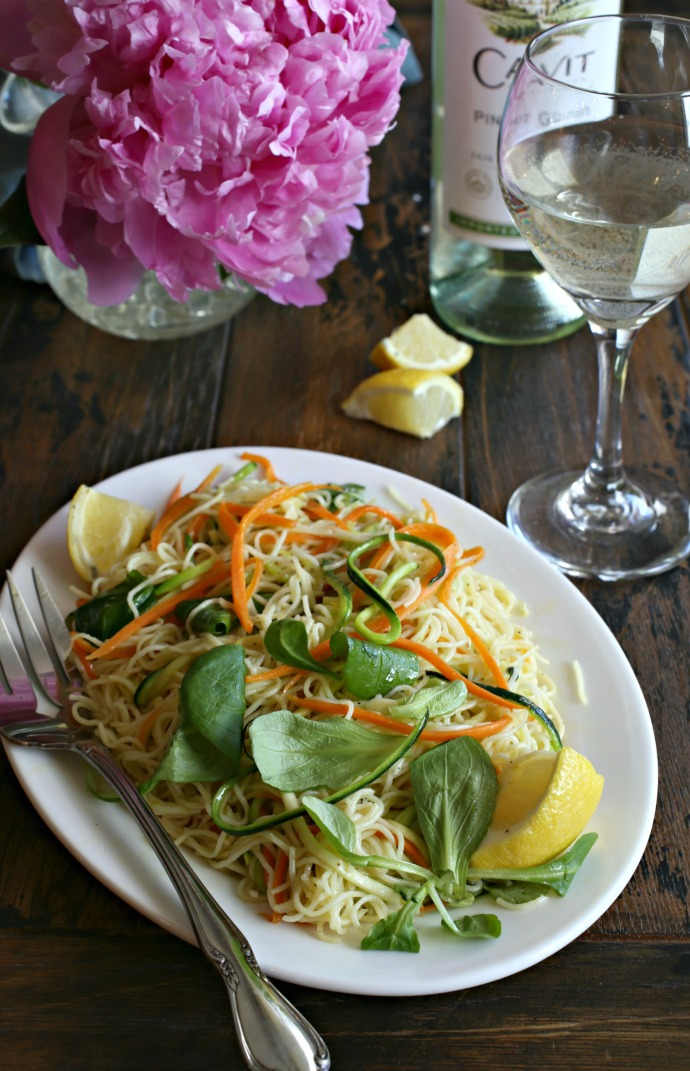 Recipe for a pasta dish with carrots and zucchini, flavored with olive oil and lemon zest.