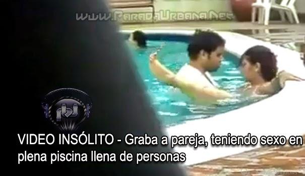 Teniendo sexo en la piscina