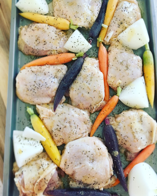 Muslos de pollo con zanahorias rostizadas en salsa honey mustard