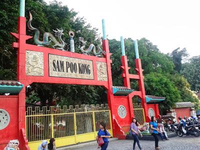 Gerbang kelenteng Sam Poo Kong