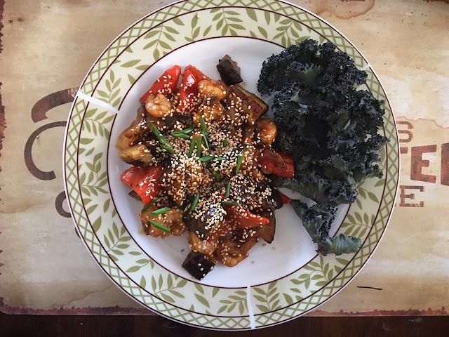 Баклажаны в устричном соусе с кунжутом и зеленью