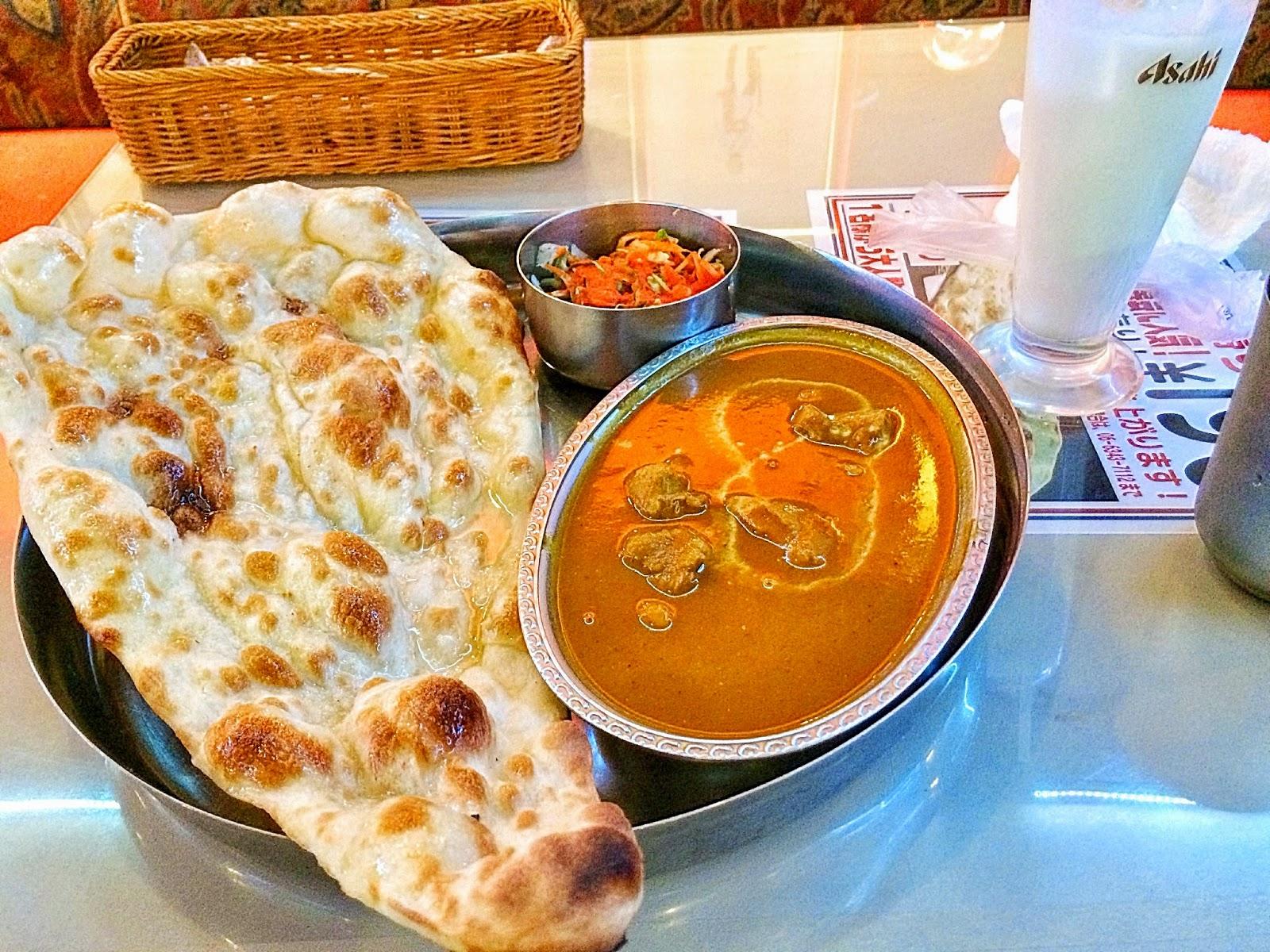 インドのしんちゃんカレーのナンとカリー