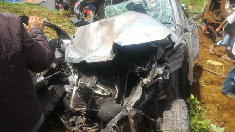 Kondisi mobil yang ringsek akibat kecelakaan di Ciloto