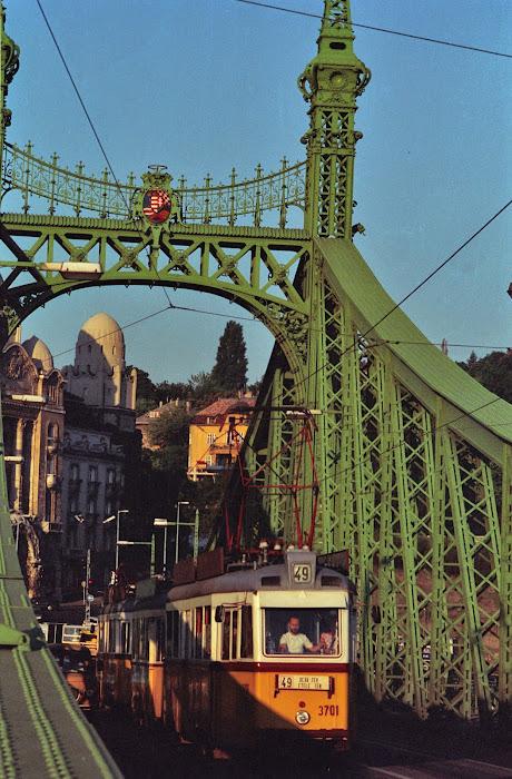 Budapest, pont de la Liberté, Szabadsag hid, tram 49, Danube, © L. Gigout, 1990