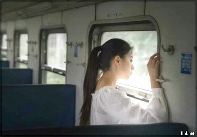cô gái xinh đẹp trên tàu hỏa
