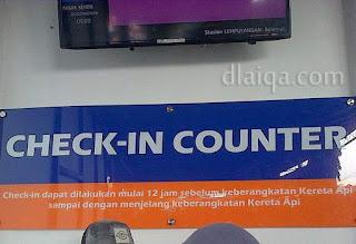 konter check-in untuk cetak tiket