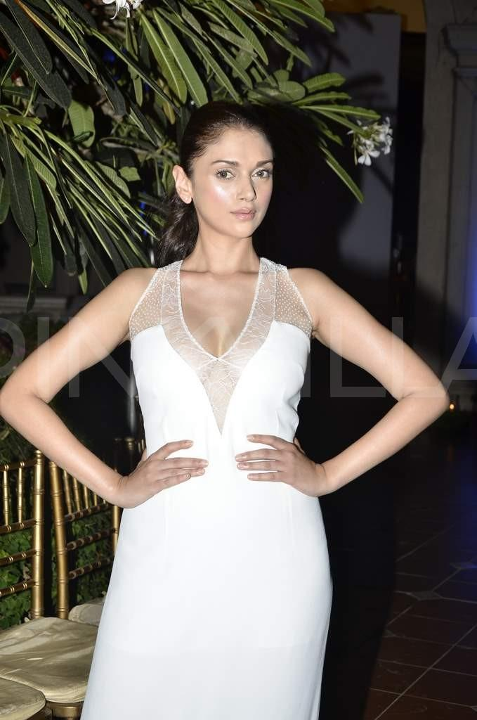 Aditi Rao Hydari spicy photos, Aditi Rao Hydari masala photos
