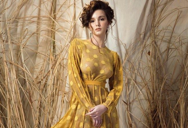 Hoa hậu Nga quyến rũ trong 5 mẫu đầm dự tiệc sang trọng