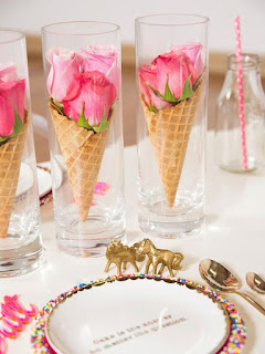 decorazione con fiori in coni gelato