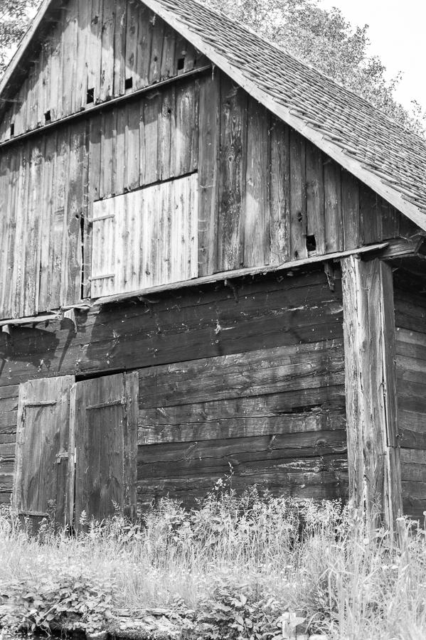 Blog + Fotografie by it's me! | fim.works | SchwarzWeissBlick No 19 | Lost Places im Spreewald, Brandenburg | leerstehende Scheune im Spreewald
