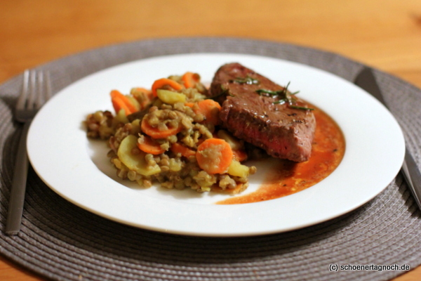 Rosmarin-Steak mit Senflinsen