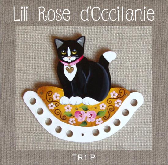 Tri-fils bois peint, joli chat noir sur coussin vieil or fleuri. Broderie et point de croix