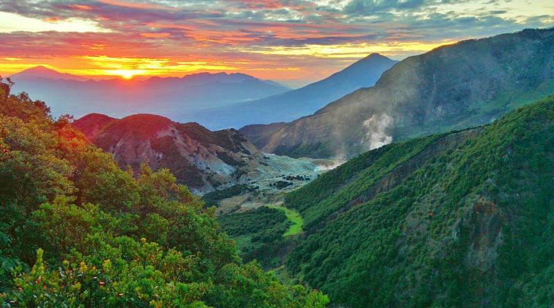 pemdandangan alam Gunung Papandayan (2.665 mdpl) - Jawa Barat
