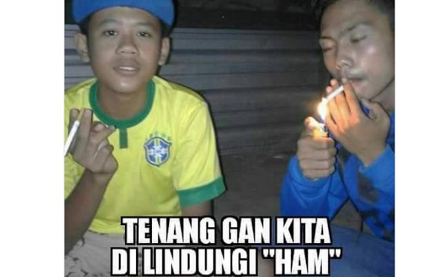 Duta Cubit membawa sebatang rokok