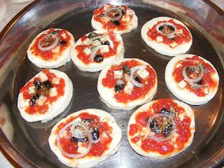 retete pizza, reteta mini pizza, preparare pizza, pizzerie, retete culinare, retete de post, retete de mancare,