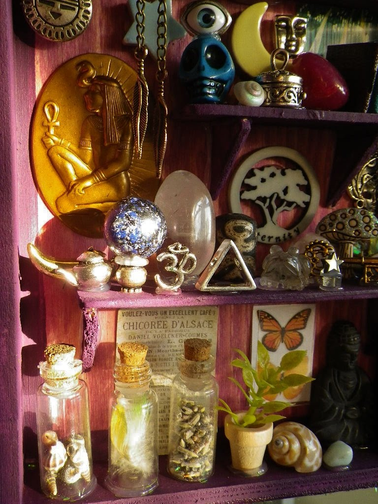 EARTHSHINE Crystal Altar Storybook diorama