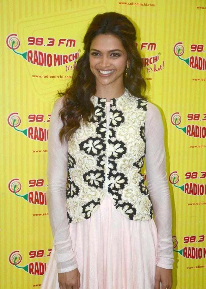 Bollywood Actress Long Hair Stills In Pink Dress Deepika Padukone