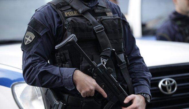 Λιόσια: Γάζωναν αστυνομικούς από τα μπαλκόνια σε έλεγχο για ληστεία