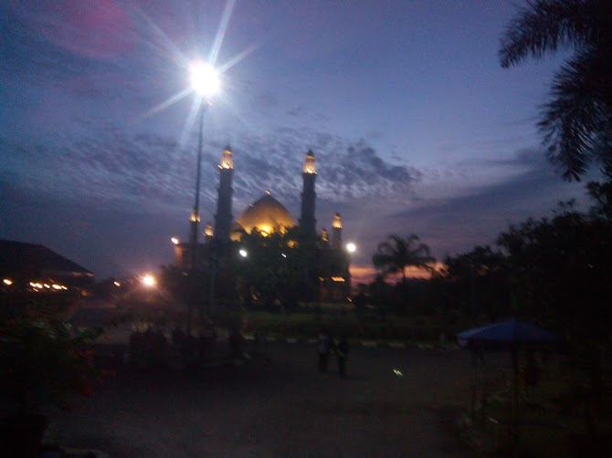 Mengajak  Anak-anak Ke Masjid Kubah Emas Depok