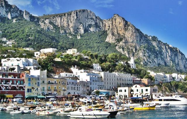 Passeio de barco na Ilha de Capri