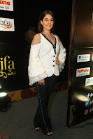 Isha Talwar Looks super cute at IIFA Utsavam Awards press meet 27th March 2017 09.JPG