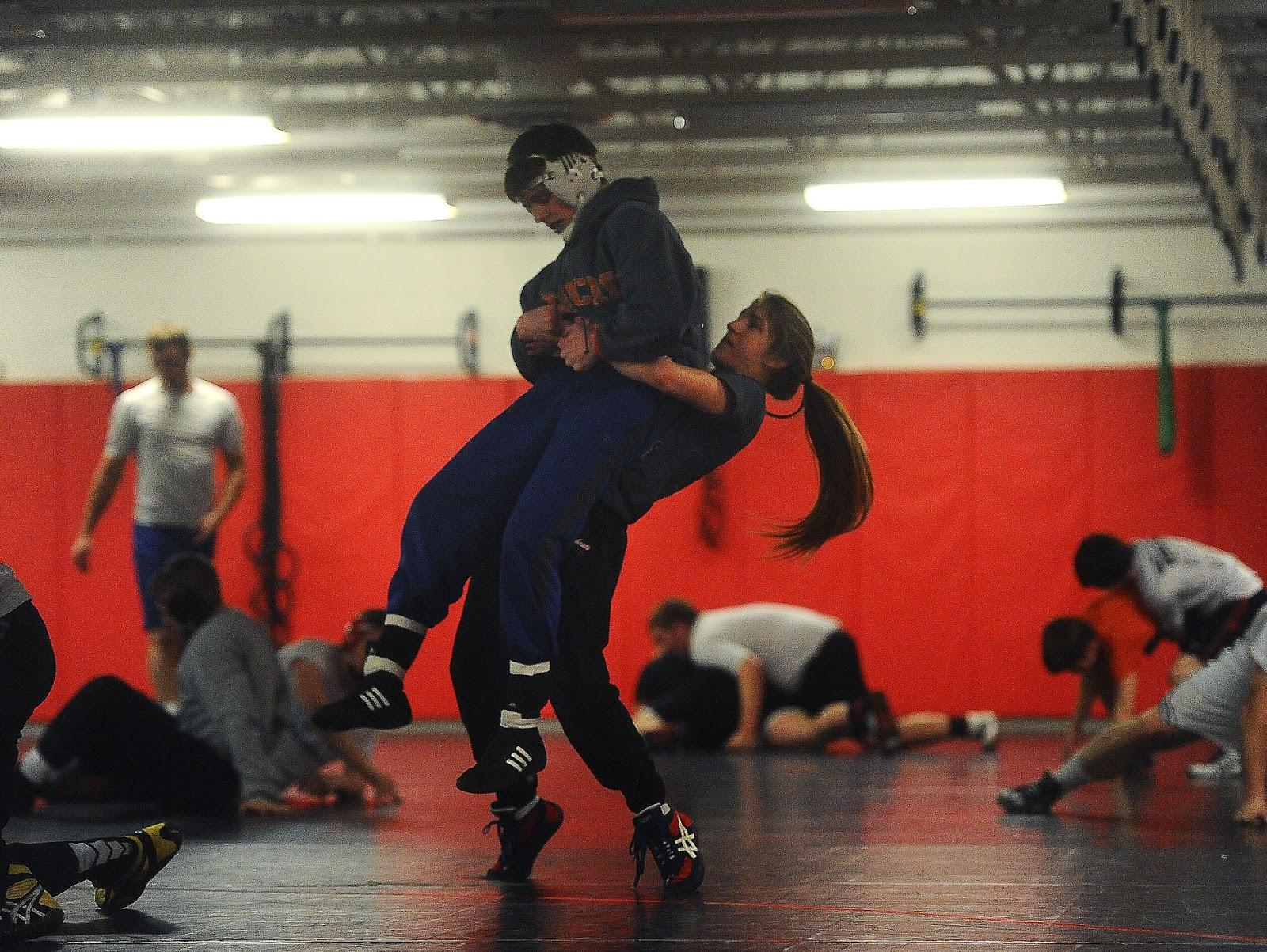 Men Wrestling Women-7406