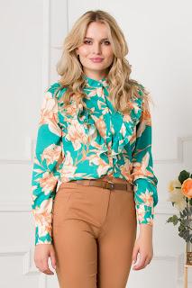 Bluza cu imprimeuri florale si volane la bust