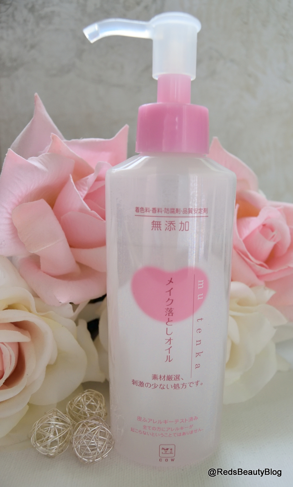 a picture of Mutenka Cow Brand Makeup Cleansing Oil