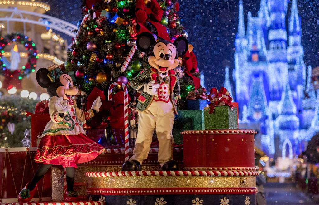 Vacaciones Navideñas en Disneyland Resort -California