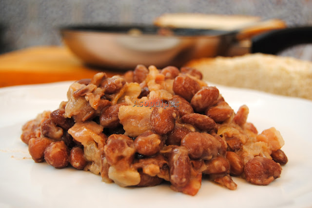 Frijoles con bacon (Beans with bacon)