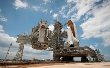 Wallpaper: Endeavour Space Shuttle on launch pad