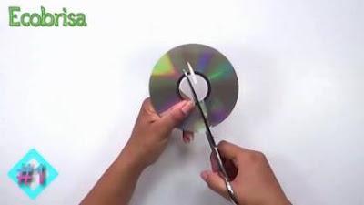 Kreasi Unik dari CD Bekas Mudah dan Cocok Buat Pajangan Sudut Rumah