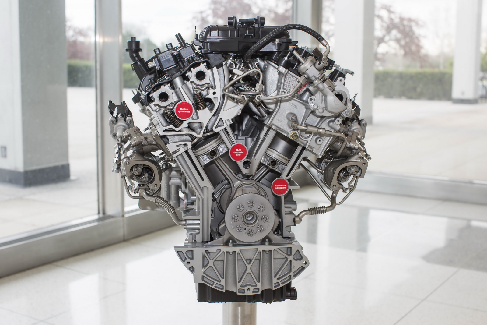 Động cơ nhỏ, nhẹ và bền bỉ, tiết kiệm nhiên liệu rất nhiều