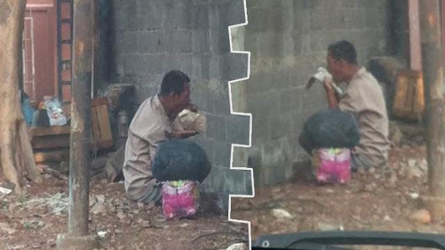 Yang Masih Buang Makanan, Tengoklah Pria Yang Makan Di Jalan Dan Menjilat Bungkus Nasinya Ini