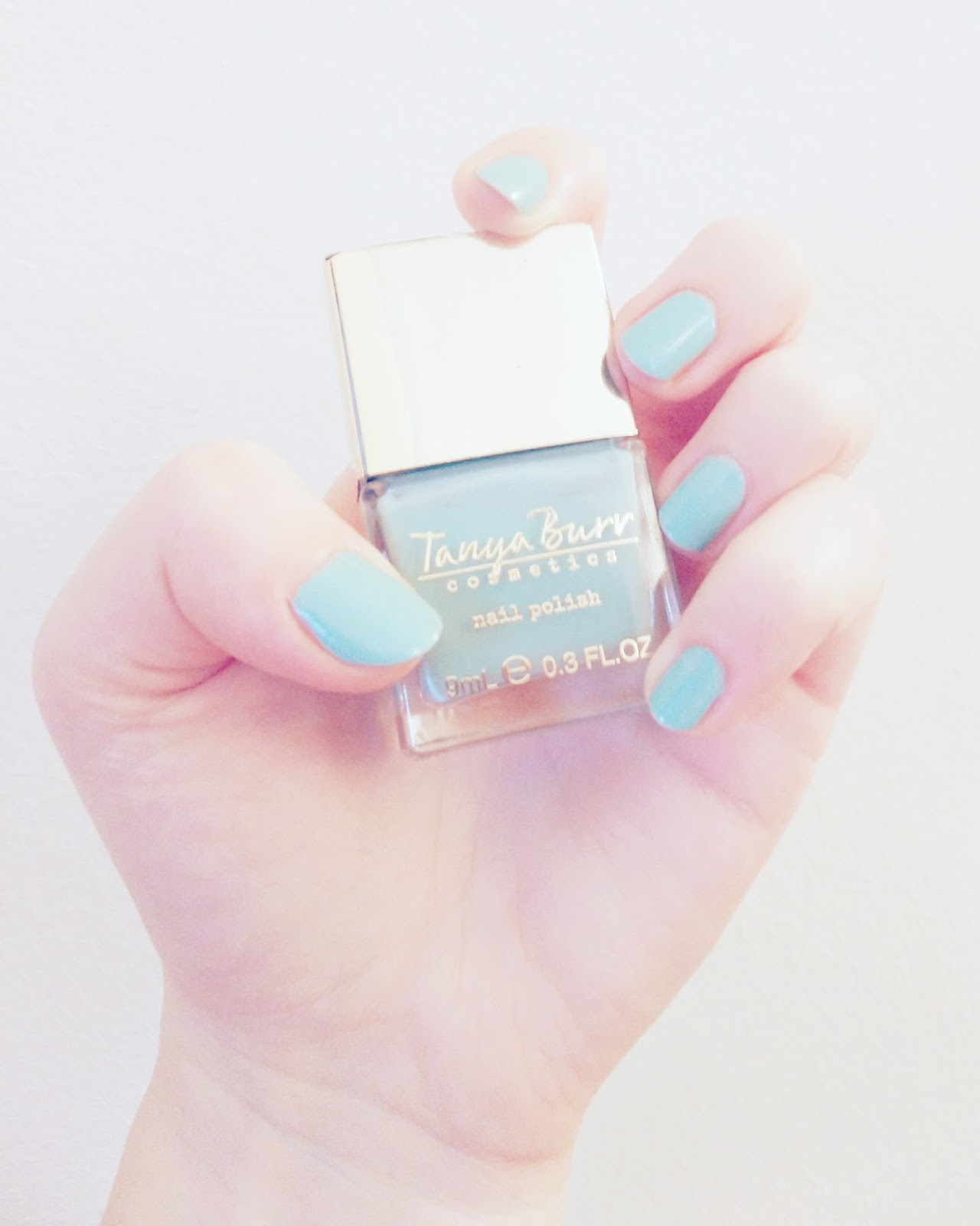 lebellelavie - Trying out the Tanya Burr nail polish
