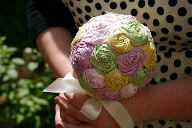 Brautstrauss Rosen aus Dupionseide, Seide