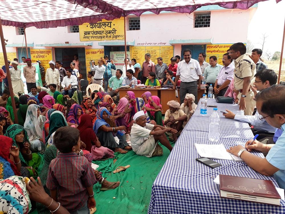 Commissioner-Jain-in-rural-sansad-villagers-promised-did-not-drink-liquor-ग्राम संसद में आयुक्त जैन ने की सहभागिता, ग्रामीणो ने शराब नही पीने की ली शपथ