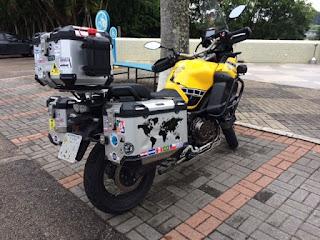 xt - As duas mochilas do motociclista...