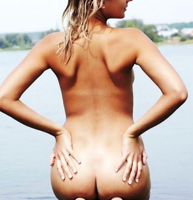 Эротические фото НЮ www.EROTICAXXX.ru Летняя эротика голой девушки. (18+) Голая купается на речке!