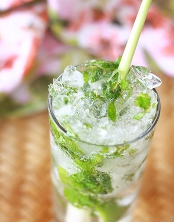 Mojito recipe with mint and lemongrass by SeasonWithSpice.com