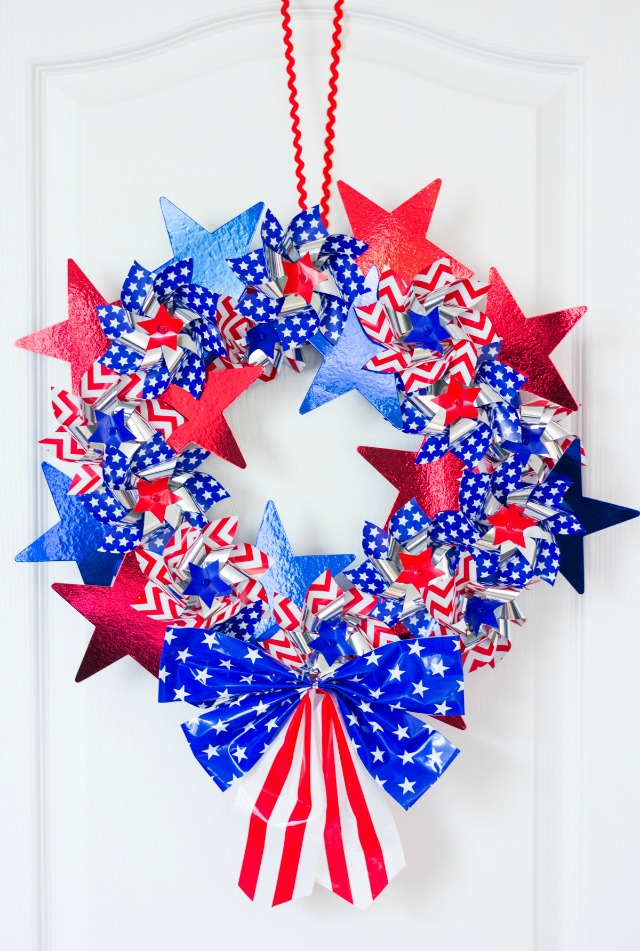 Make these 10 gorgeous yet easy patriotic wreaths that will brighten up your home, perfect for Memorial Day, 4th of July, and other patriotic holidays. - wreath made of pinwheels and stars