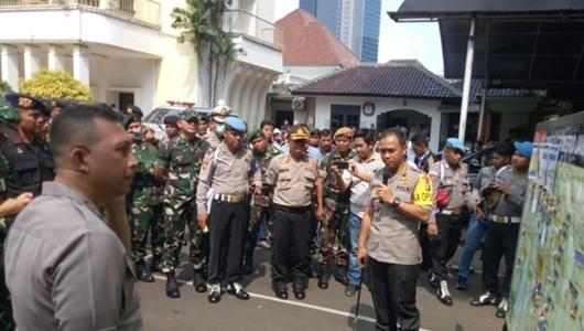Cegah Bentrokan Massa Aksi, Polisi Turunkan Ribuan Personel di Depan KPU